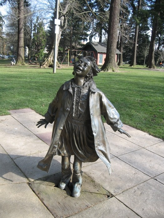Visit the beverly cleary sculpture garden in portland oregon for Garden statues portland oregon