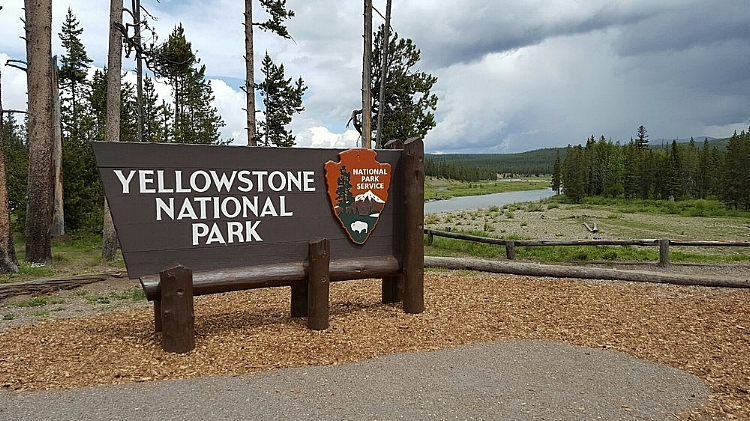 Yellowstone+Entrance