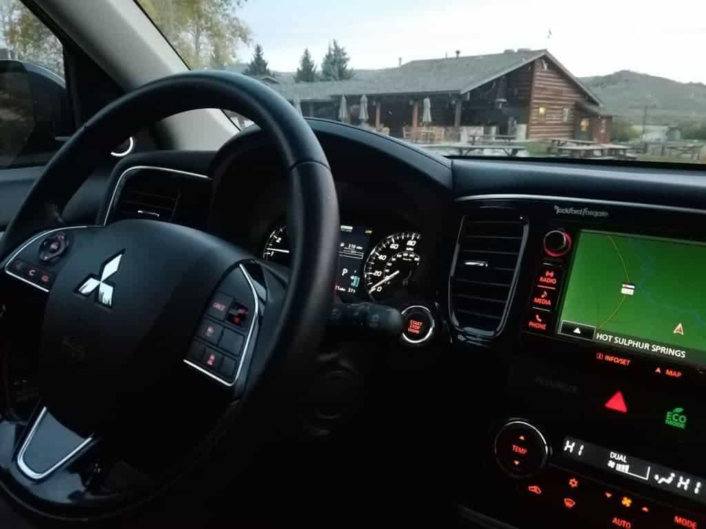 2016 Mitsubishi Outlander Review - Instrument Panel
