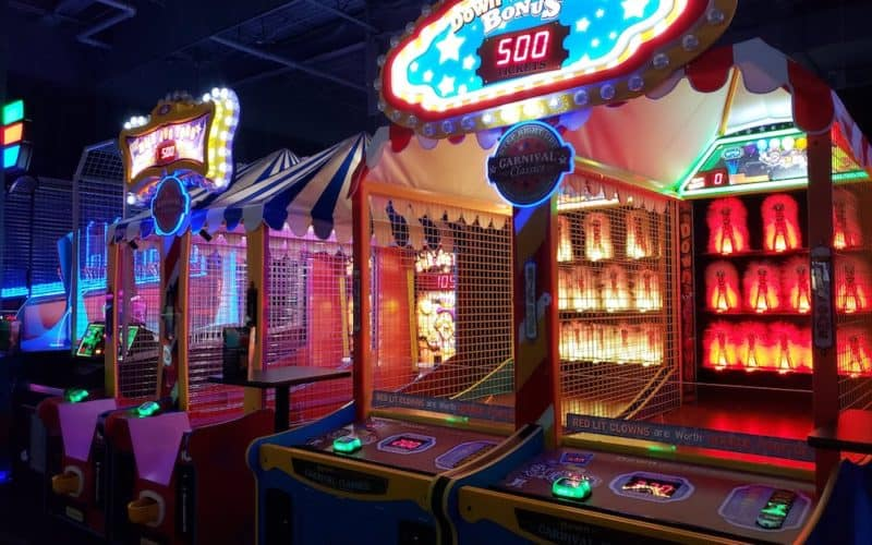 Headed to Dave and Buster's? We have 5 things that might surprise you about this entertainment destination. Hint, the food is awesome. #daveandbusters